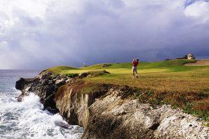 Golfbaan met zeezicht op Curaçao