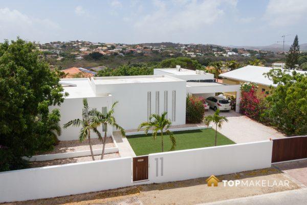 Moderne villa met appartement Cas Grandi
